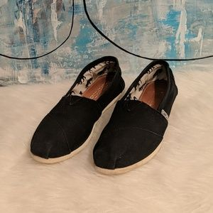 Woman's Tom's Size 7.5
